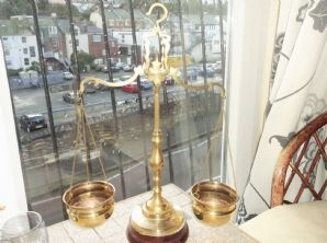 VINTAGE BRASS SCALES ON WOODEN BASE 2 DEEP BOWLS COLUMN CENTRE & HOOK 18""